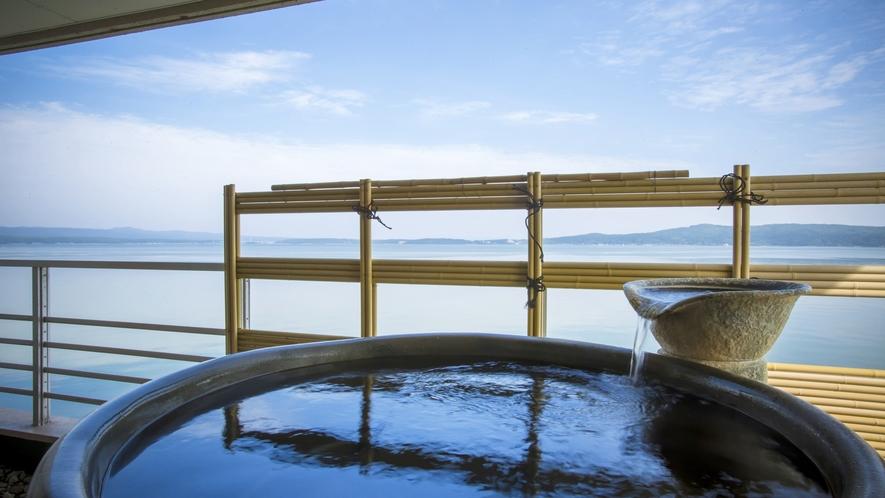 【白鵬殿】信楽焼露天風呂付客室の露天風呂