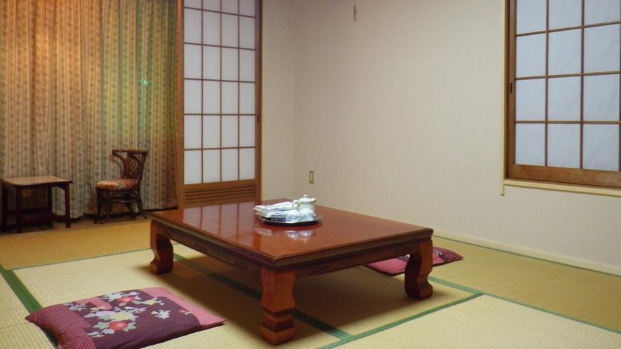 *【客室一例】のんびりお寛ぎ頂ける畳のお部屋となっております。