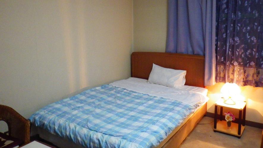 *【客室一例】お部屋でのんびり。気兼ねなくお過ごし下さいませ。