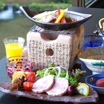 *明宝ハム・地野菜・地卵を使った卵料理、飛騨牛の陶板焼きなど。岐阜の旨いが!!
