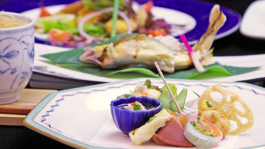 *旬を意識した料理は、郡上の地物や岐阜の特産品を使い、会席形式でご提供。