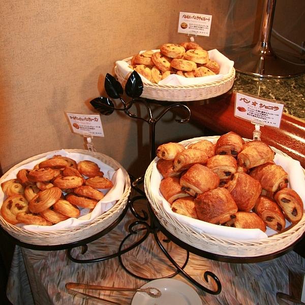 【600600】朝食 焼きたてパン(2)