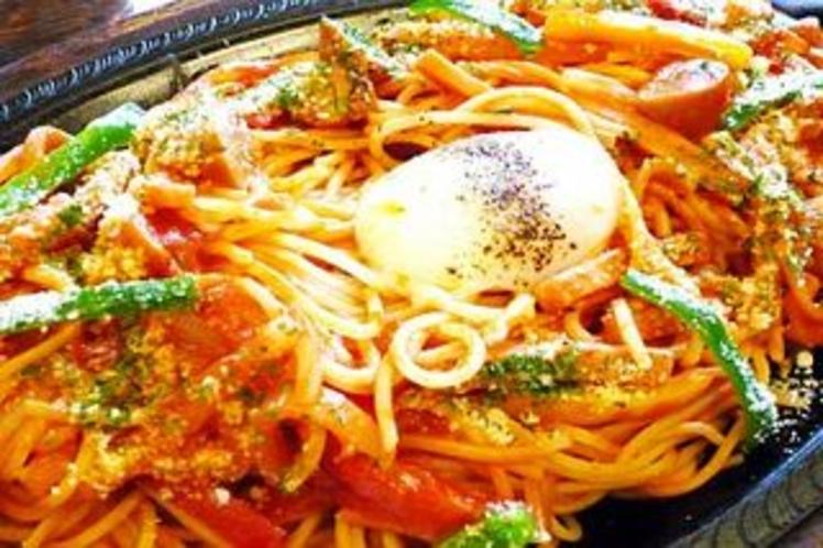 【400×267】スパゲッティナポリタン鉄板焼き温泉玉子添え