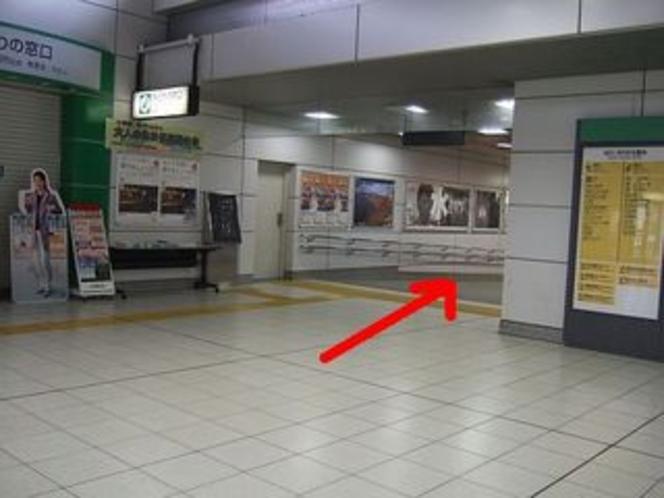 順路② 北改札口を右手へ進む(右手に近隣の地図があります)