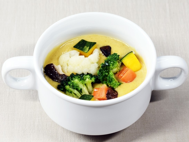 ゴロゴロ野菜の彩りスープ