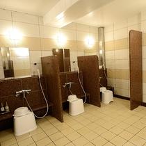 【3階大浴場】洗い場のスペースも広くゆったりお使い頂けます。