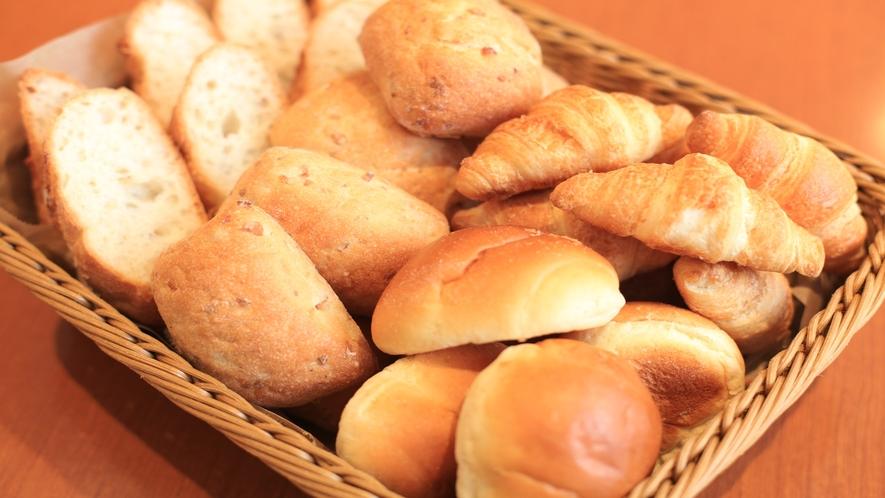 【朝食】種類豊富なパン