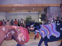 お正月にはロビーで獅子舞実演。