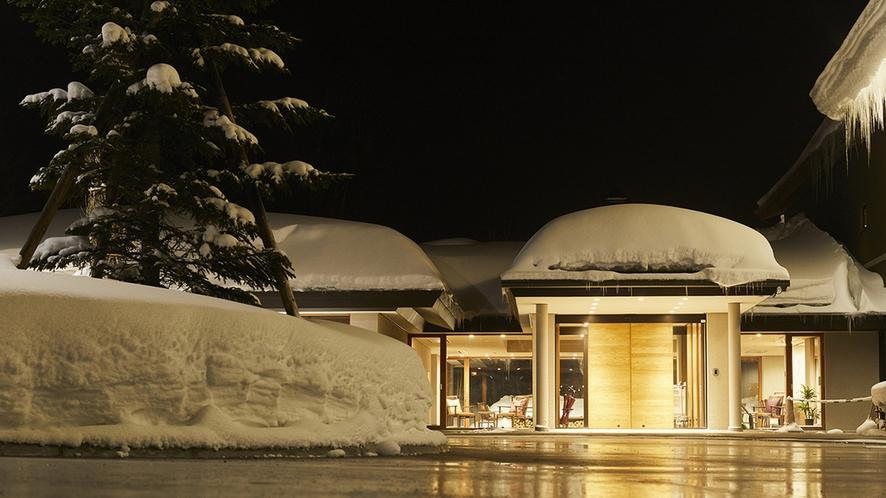 冬の夜(駐車場は安心のロードヒーティングです)