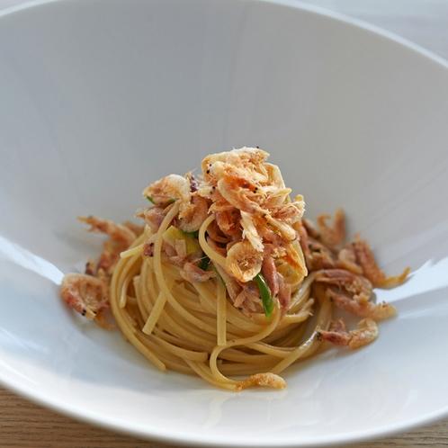 【春夕食例】オホーツク産毛蟹と春野菜のタリオリーニ