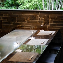 館内「DINING十和蔵」鉄板焼カウンター