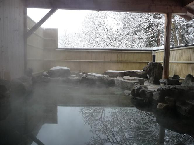 雪景色の古城荘[温泉]