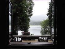 コーヒーショップの窓から