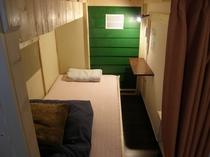 女性ドミトリー(カプセル型でまるで個室のような空間)