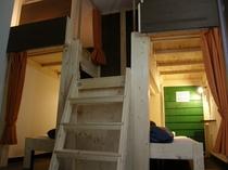 女性専用部屋(上段下段の4人部屋)