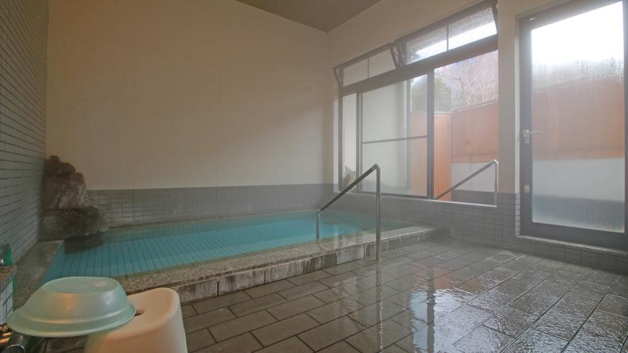 広々女湯は石風呂♪掛け流し100%天然温泉