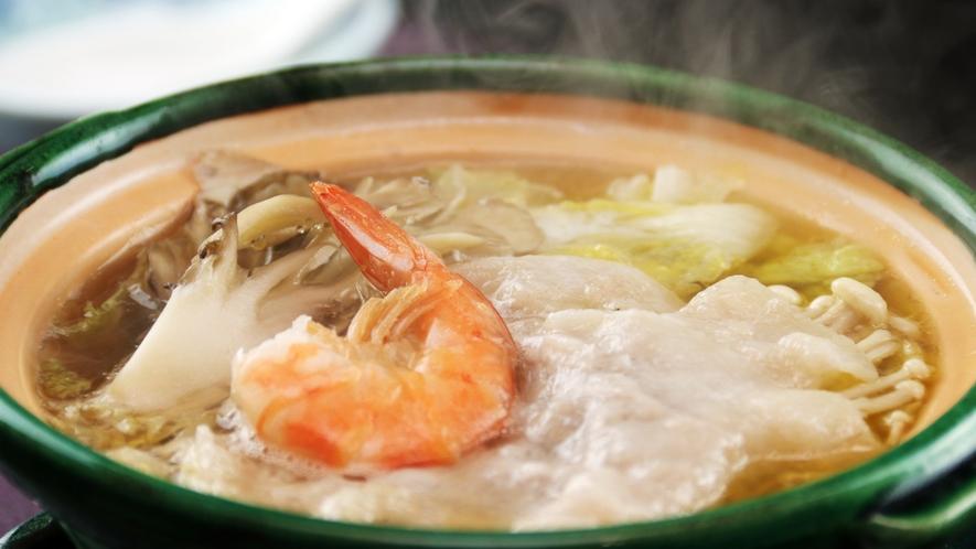 白菜と国産豚の白バラ鍋はバターの香りと和風だしが絶妙な味わいです