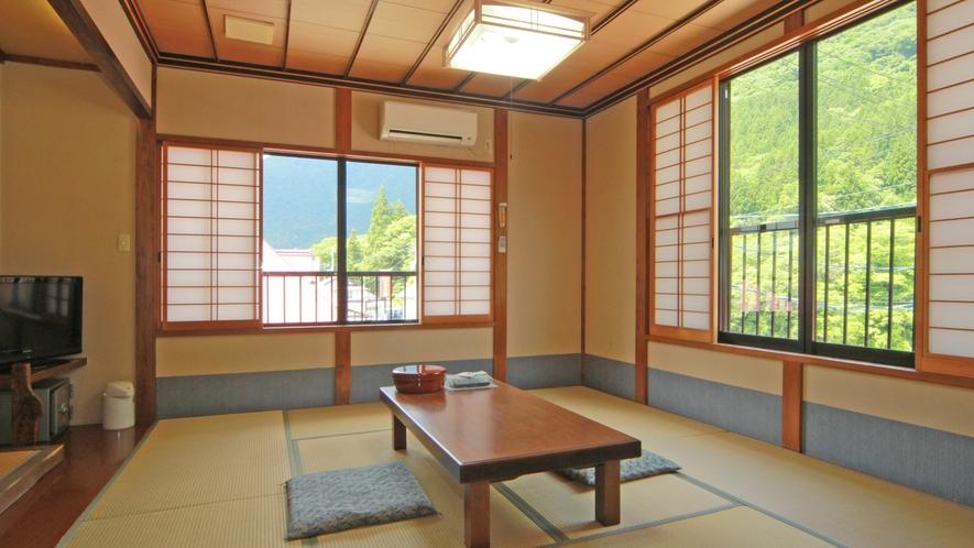【10畳和室一例】純和風の落ち着ける空間です。