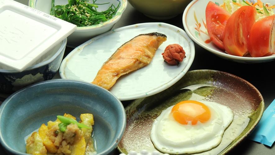 【朝食イメージ】会津産コシヒカリ&朝採れ野菜や焼き魚、目玉焼きなどなど栄養満点♪