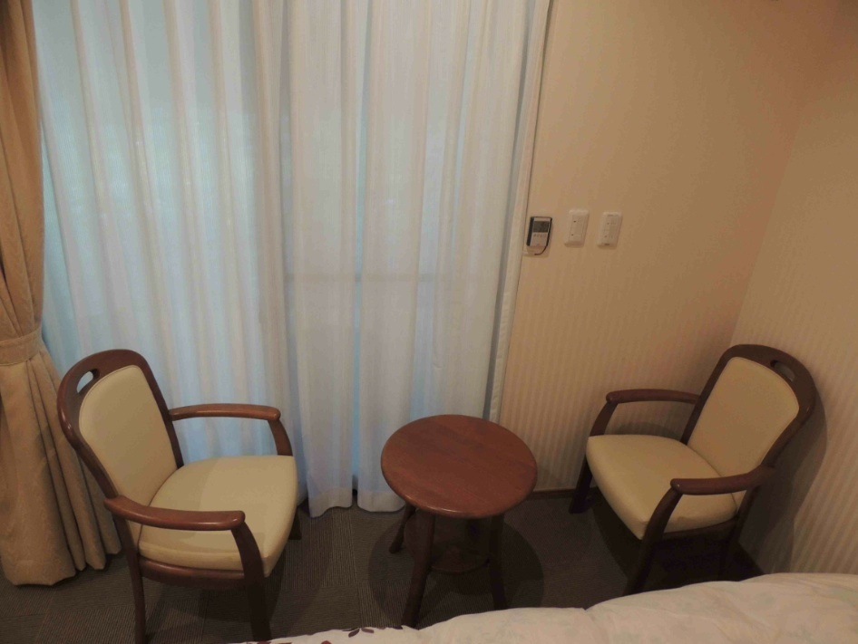 館内 Room1ツイン洋室椅子3点セット