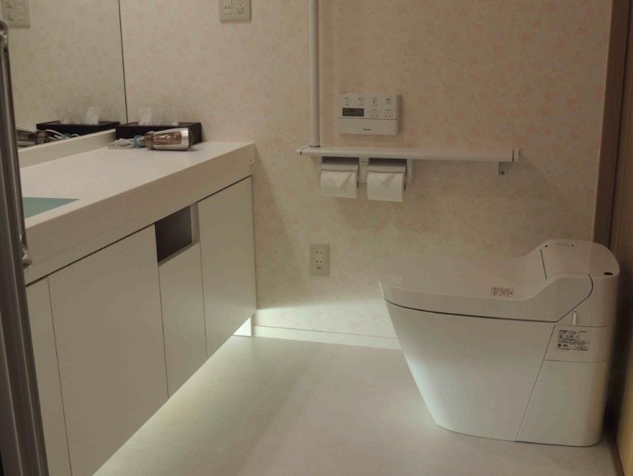 館内 Room1ツイン洋室の洗浄トイレ