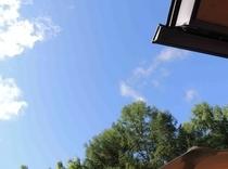 施設 テラスから見た夏空