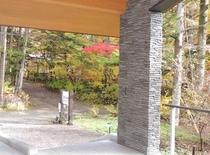 施設 エントランス秋景色12