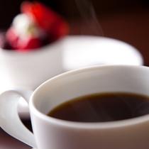 【苺ムースとコナコーヒー