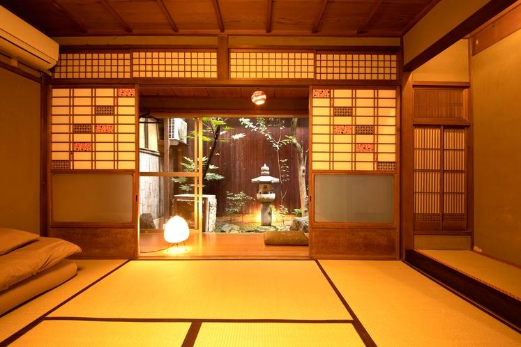坪庭の和室