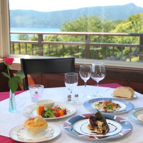 芦ノ湖を眺めての食事