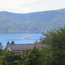 箱根芦ノ湖遊覧船を臨むレストラン