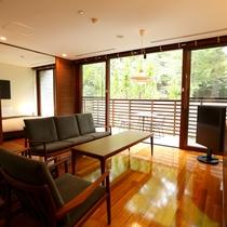 【スーペリア VM(74平米/テラス付メゾネット/定員2~4名/1-2階)】2階建てのお部屋です。