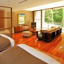 【スタンダードルーム D(54平米/テラス付/定員2名/2階)】バスルームからも外の景色が開放的。