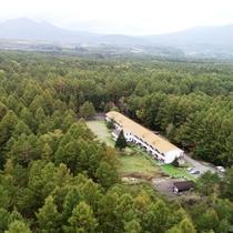 標高1500m、浅間高原の自然の中にたたずむ一軒宿です。大自然を満喫!