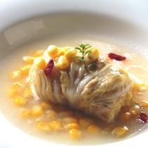 オーナーママの創作ディナー一例。クリーミーなロール白菜。