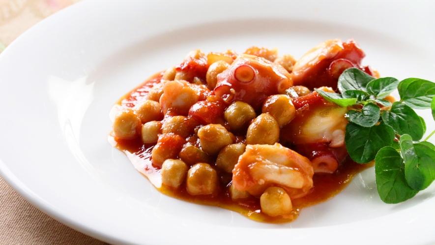 オーナーママの創作ディナー一例。タコとひよこ豆。