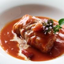 オーナーママの創作ディナー一例。嬬恋産キャベツのロールキャベツ。