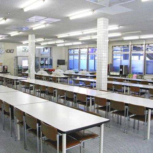 <食堂>広々としたスペースで大人数の団体様でも大丈夫♪