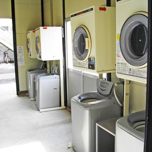 洗濯機7台(無料)乾燥機7台(有料)完備