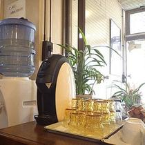 *夕食も朝食もお水やコーヒーはセルフサービスです。