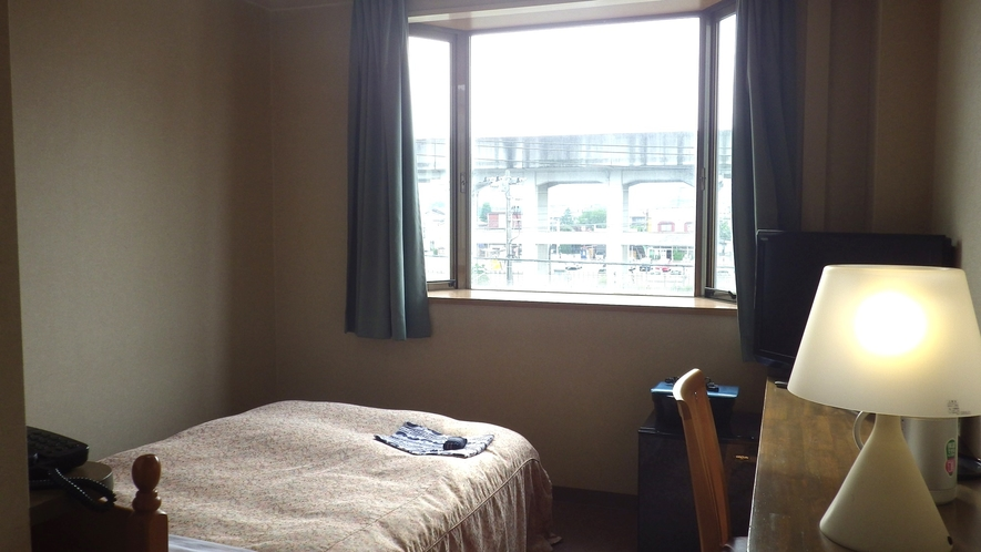 *【シングルルーム一例】一人で過ごすにはぴったりのコンパクトなお部屋
