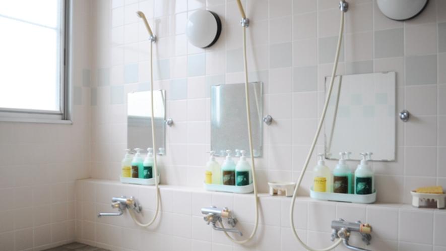【浴室】シャンプー等も備えつけ。