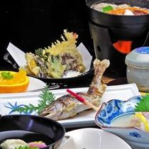 【夕食一例】四季を感じる、地元の食材を活かした料理長こだわりの逸品。。