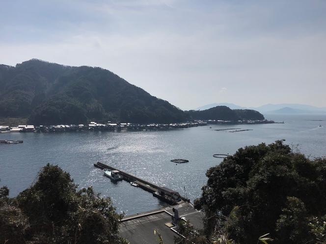 伊根の舟屋 広がる日本海