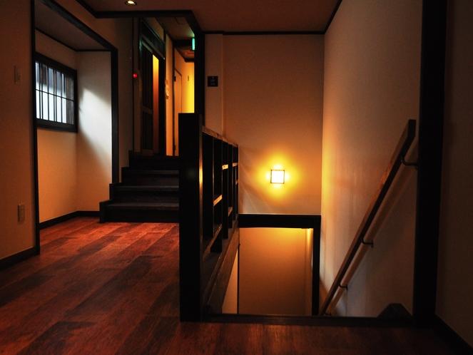 本館3階階段