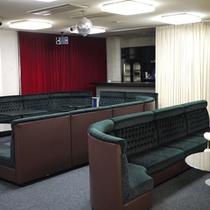 カラオケルーム…最大40名可能、音響設備完備(有料)