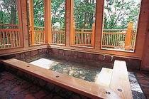 6.貸切風呂の内湯はガラス張りで景色も抜群!