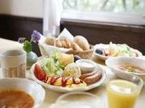 2.フルーツいっぱいの朝食で爽やかな目覚めを!