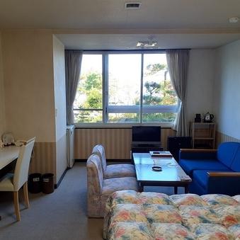 【1階】湖に面した洋室<ツイン>(冷暖房・洗浄機付トイレ完備