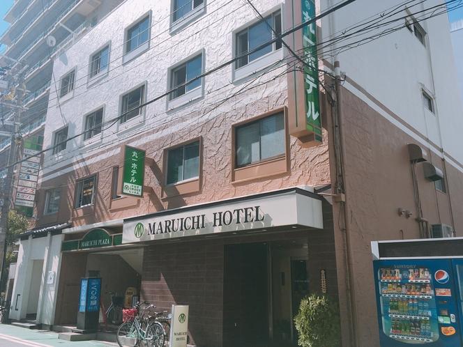 外観 ホテル裏から中通路抜けて左すぐ玄関あります。表通り気になる場合にはぜひ。